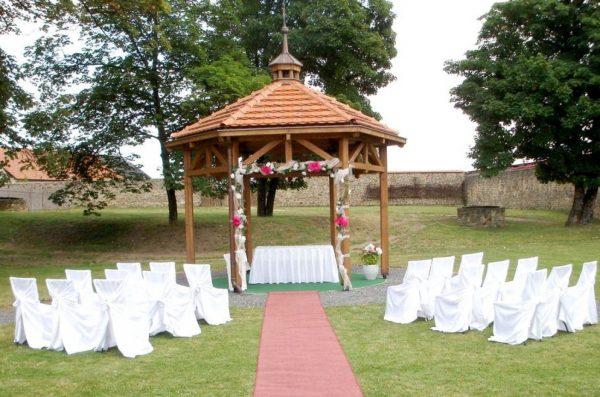 Venkovní svatba